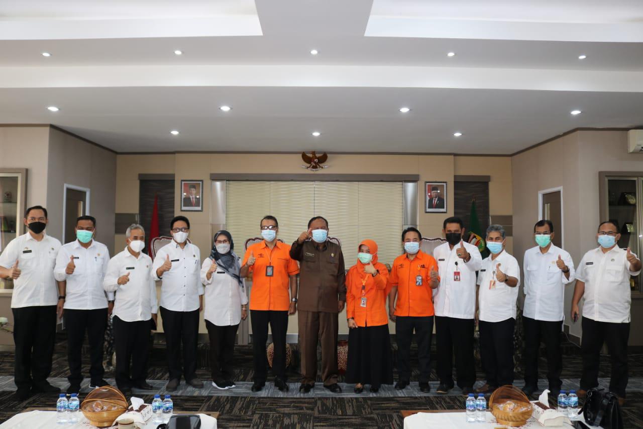 Penandatanganan Kesepakatan Bersama dengan PT. Pos (Persero) Kantor Regional 5 Bandung
